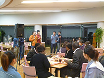 식당에서 미니 콘서트(히로시마 대학 아카펠라 서클)