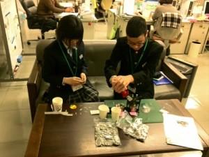 2016-01-28 イベント景品作り(国旗缶バッチ)2
